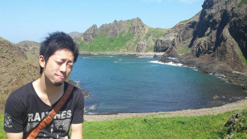 澄海岬(礼文島)をバックに変な表情のkuro隊員