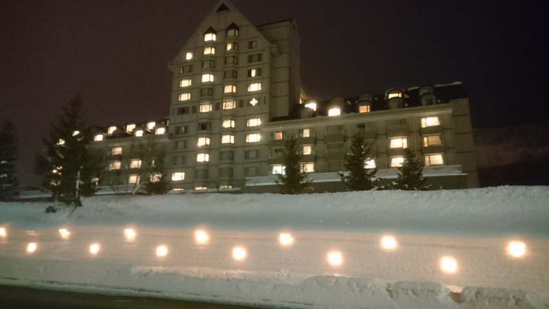 キャンドルでライトアップされたトリビュートホテル