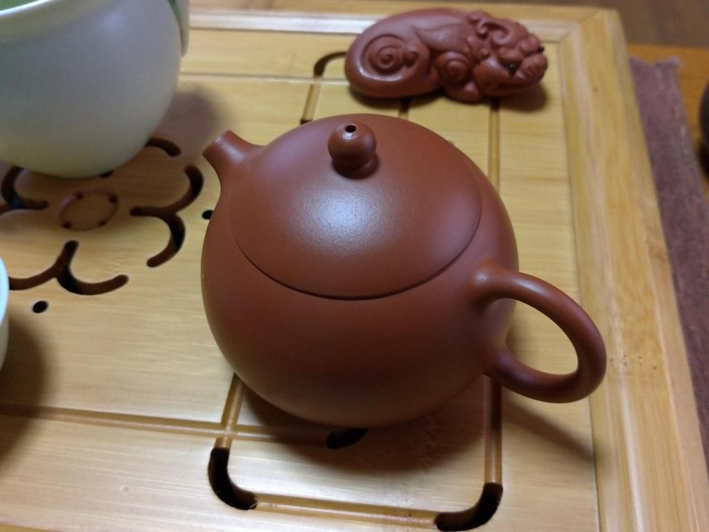 我が家で烏龍茶用に使っている茶壺、上海で購入