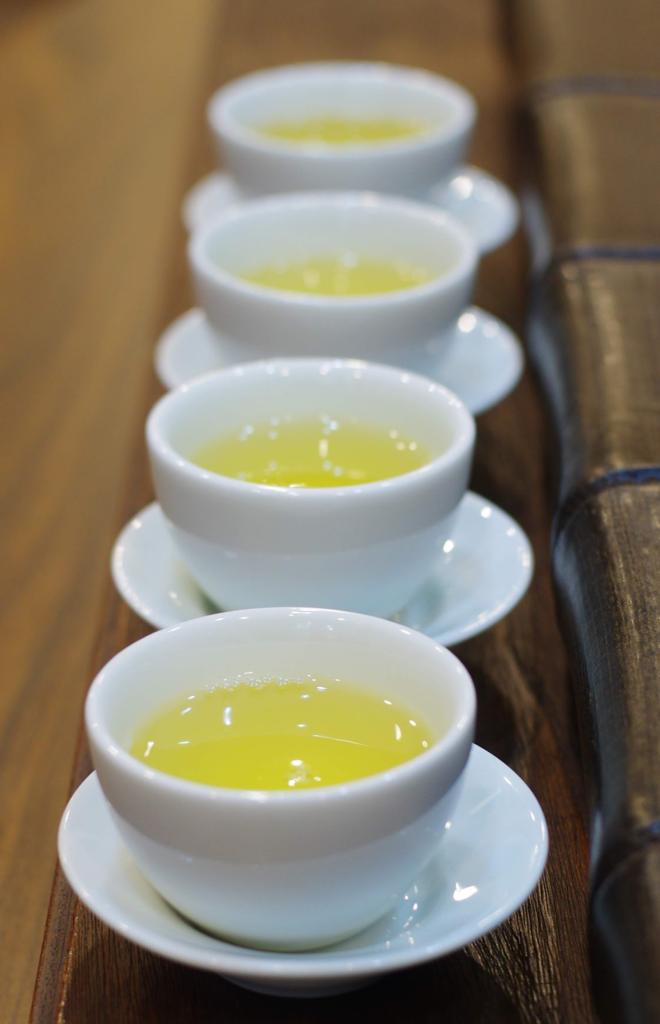 中国茶を購入するときの飲み比べ、台中の福山茶行にて