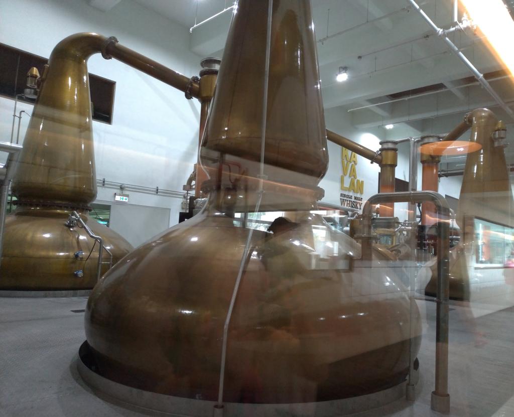 カバランウィスキー蒸留所、独特な形状のポットスチルは必見!