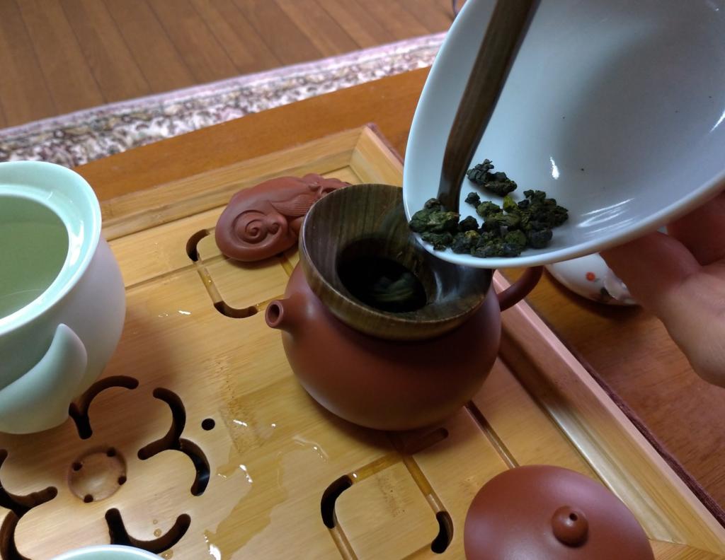 工夫茶4、茶葉を茶壺に入れる