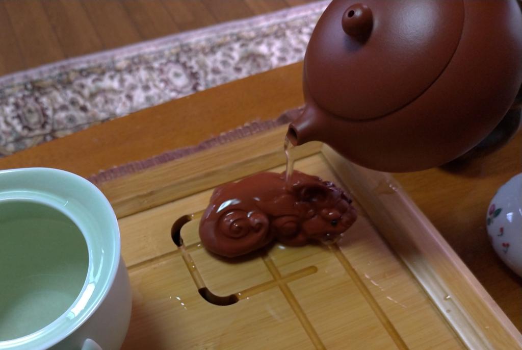 工夫茶5、我が家では、お茶の神様に一杯目を飲んでいただく、ということにしている