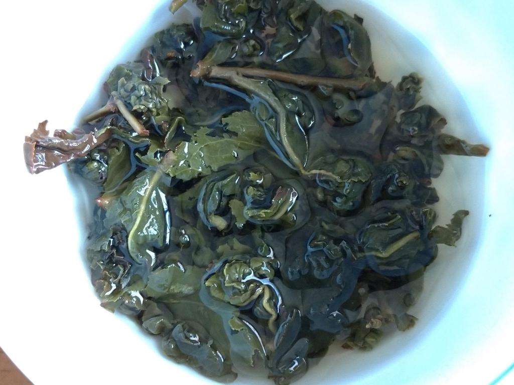 凍頂烏龍茶、お湯を注いだところ