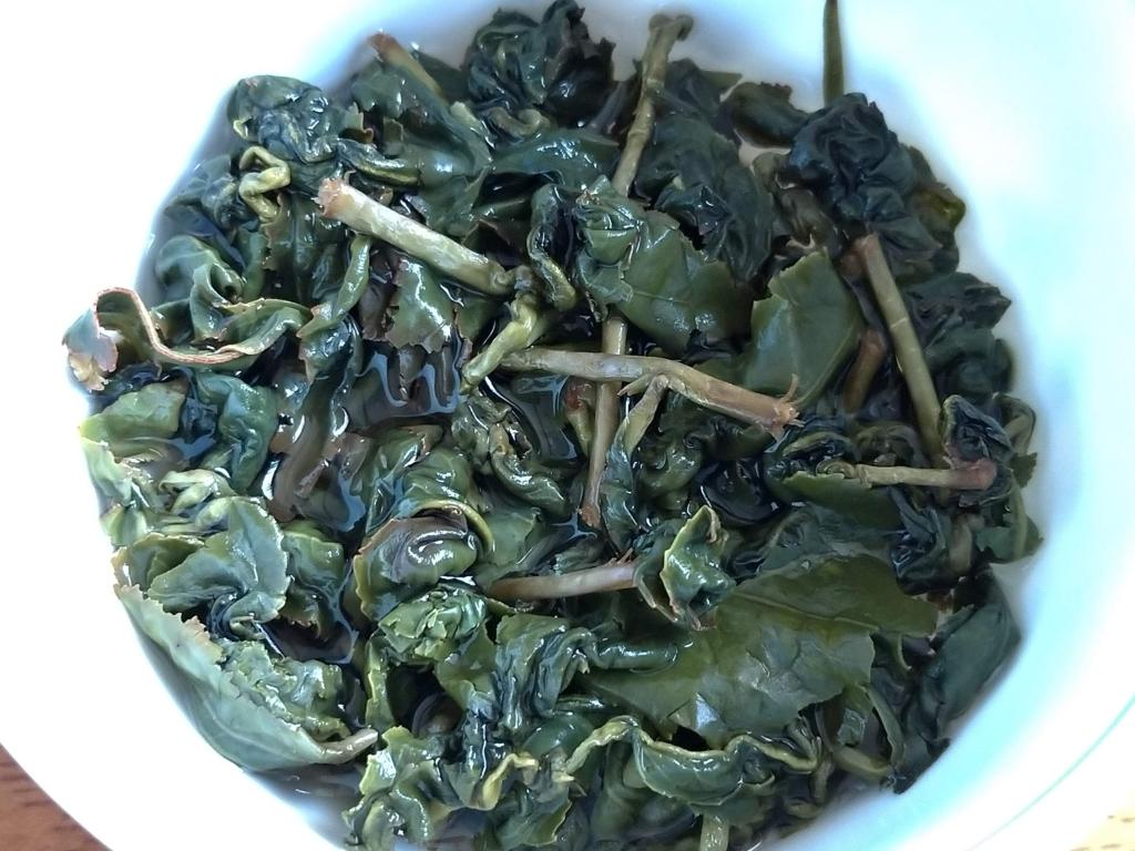 梨山高山茶、お湯を注いだところ