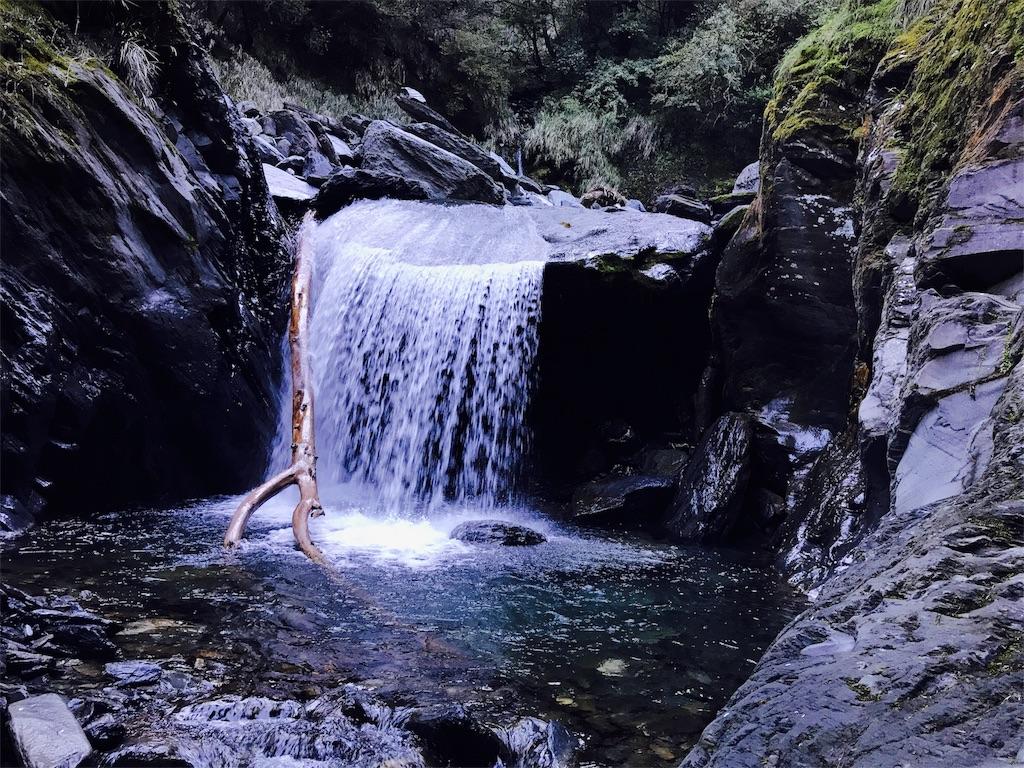 中央尖山へと向かう途中の滝