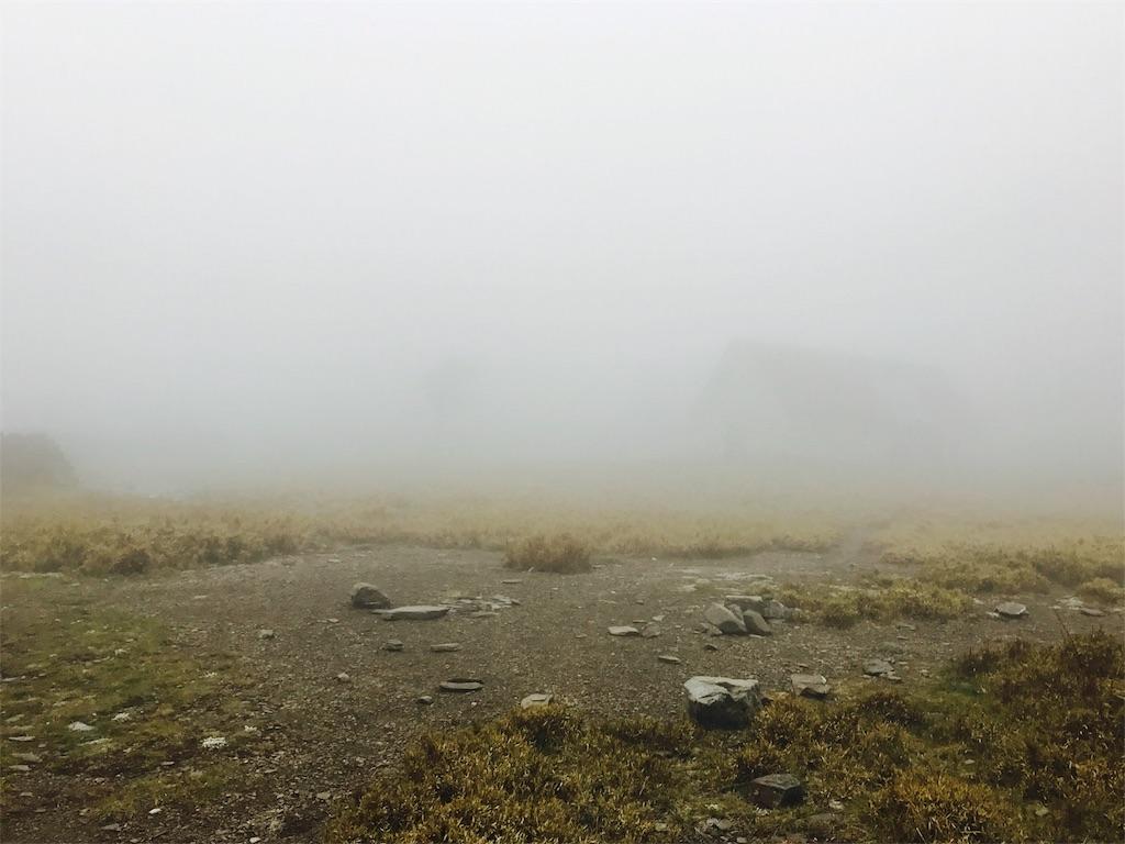 霧に包まれた登山道