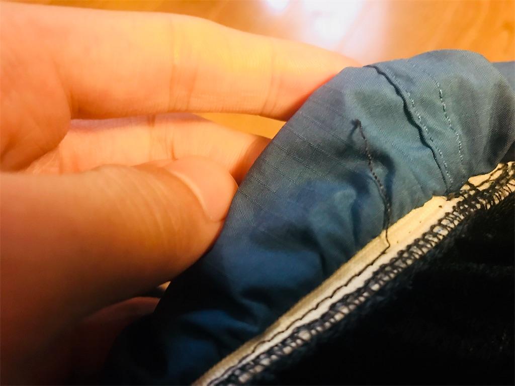 縫い目を解く最中のバギーズショーツ