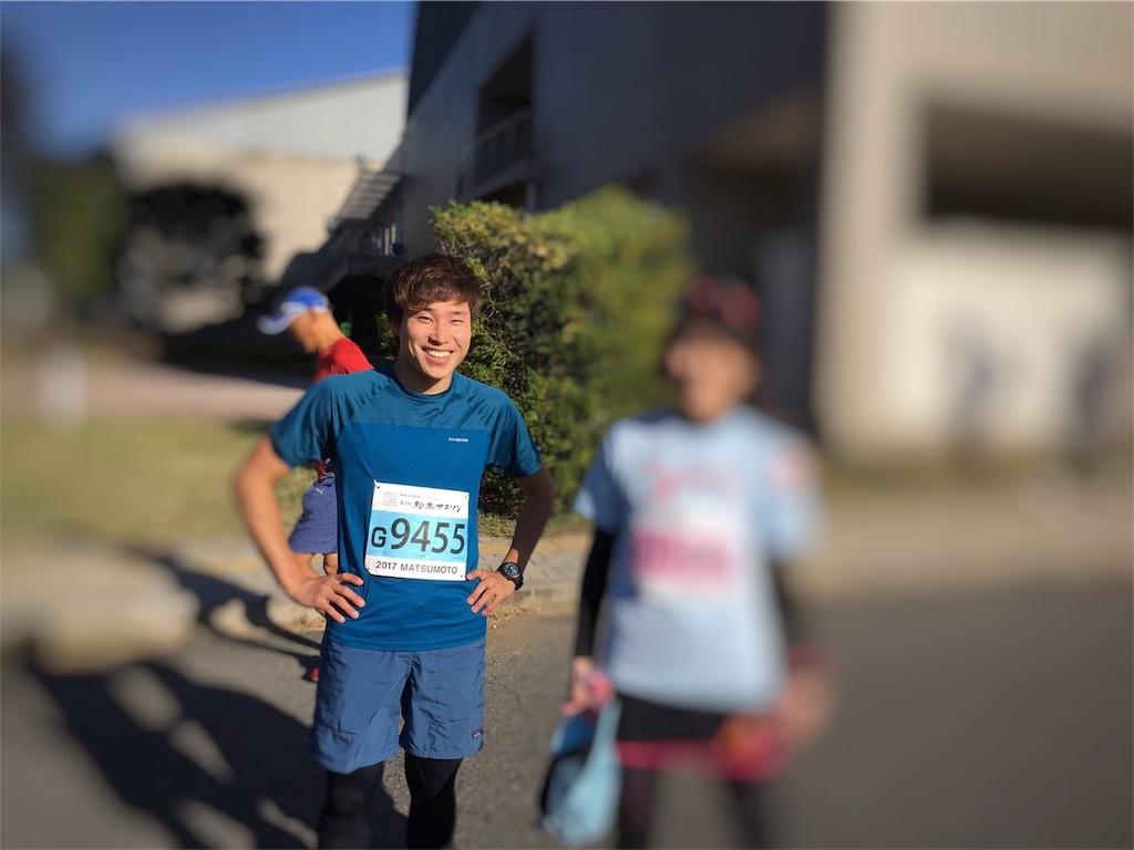 マラソンに出場する男性