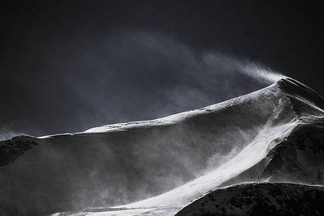 雪山。Free-PhotosによるPixabayからの画像