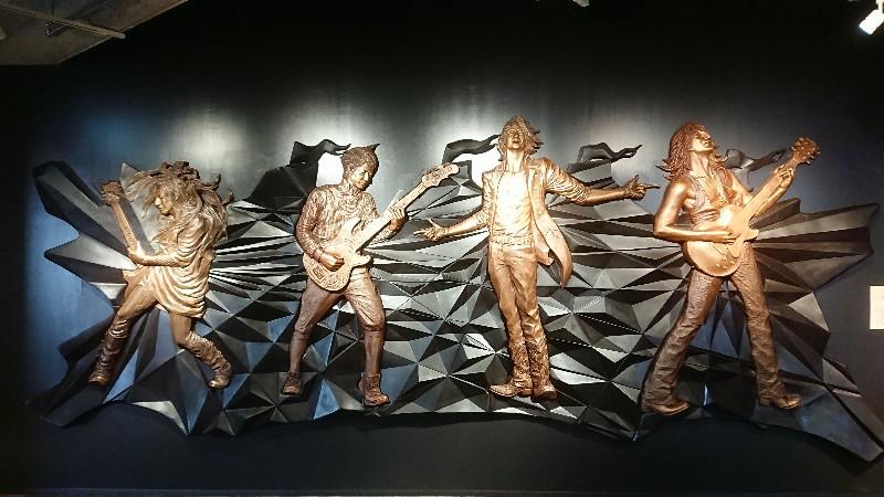 シエスタハコダテ・GスクエアのGLAY彫像