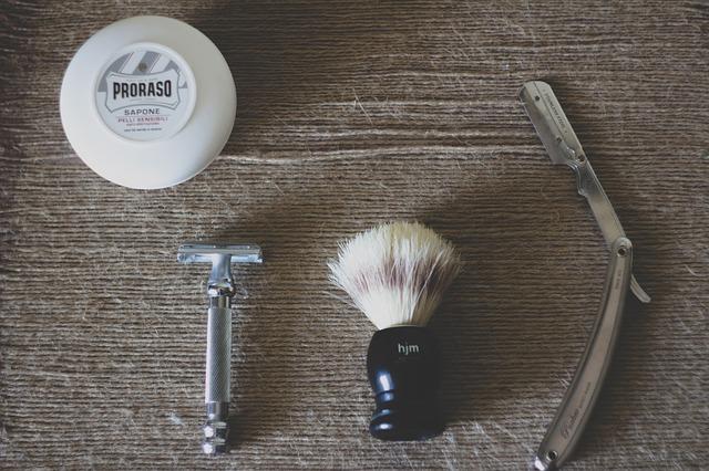 ひげ剃り道具一式