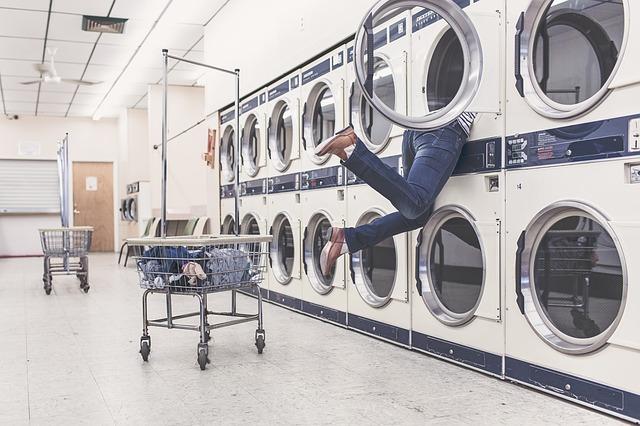 洗濯機の中に誤って入ってしまった人