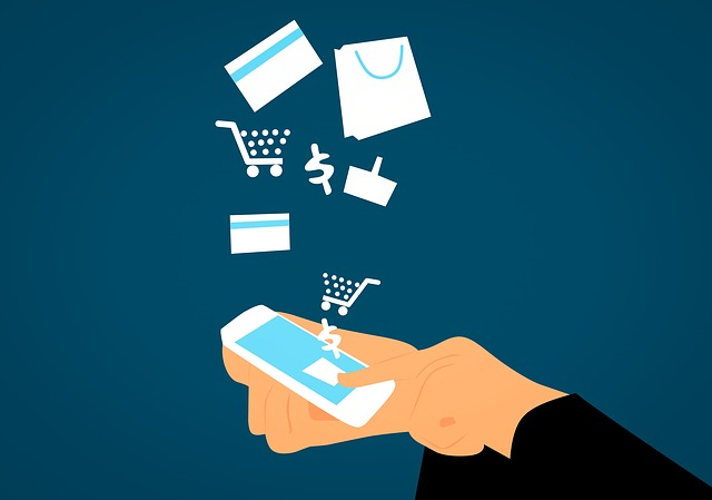 スマートフォンを利用してECサイトで買い物をしている