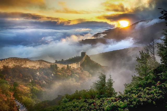 朝焼けの万里の長城