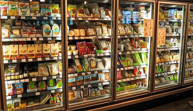 スーパーマーケットの冷凍庫