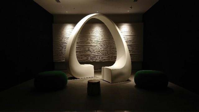 1階エレベーター前の彫刻