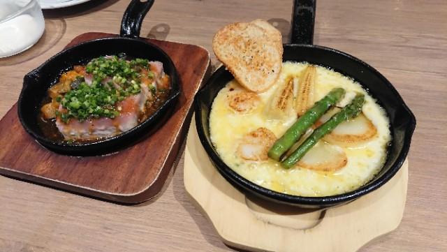 マグロステーキとチーズ料理