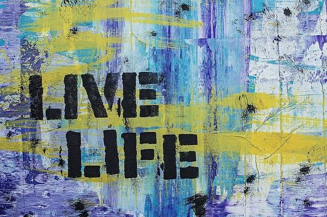 LIFEと書かれた絵画