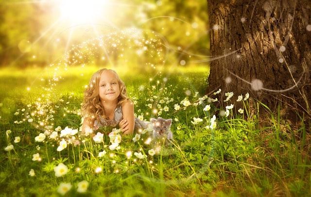 花に囲まれて夢見る少女