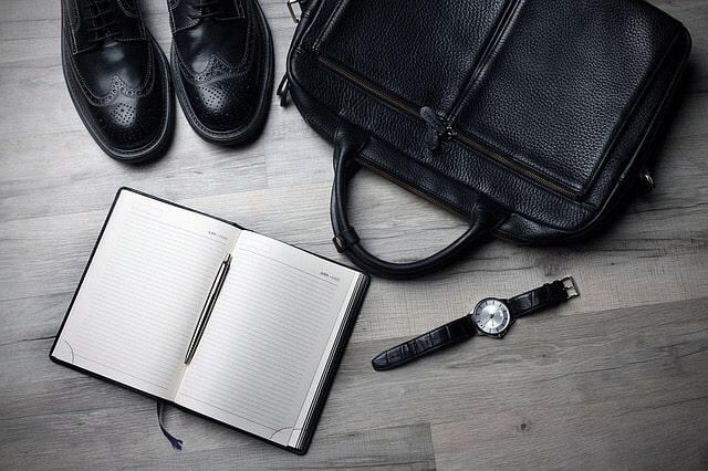 ノートと靴とカバンと時計