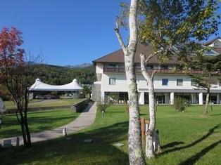 白樺林の高原のリエックスホテル