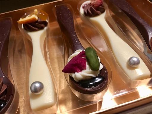 2019年のベルアメールバレンタインチョコ。スプーンショコラ5個入り。5種類全てのスプーンショコラにハニーが使われており、トッピングはフランス産アーモンドやキャラメルソース、オレンジソースにビターチョコガナッシュなど。
