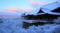 『京都新聞写真コンテスト 雪と朝焼けに包まれた清水寺』
