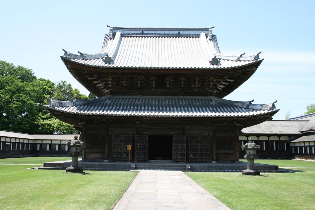 瑞龍寺仏殿(国宝)