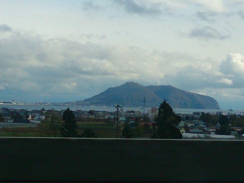 北海道新幹線から眺める函館山
