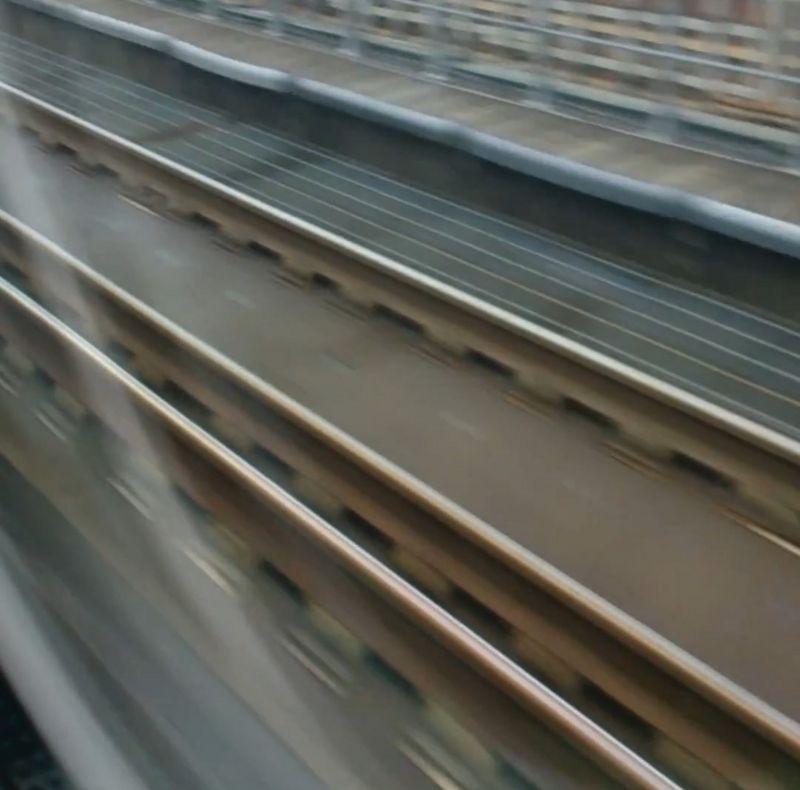 北海道新幹線の三線軌条