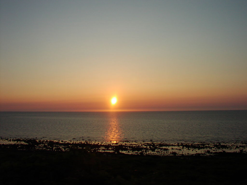 五能線から眺めた日本海に沈む夕陽