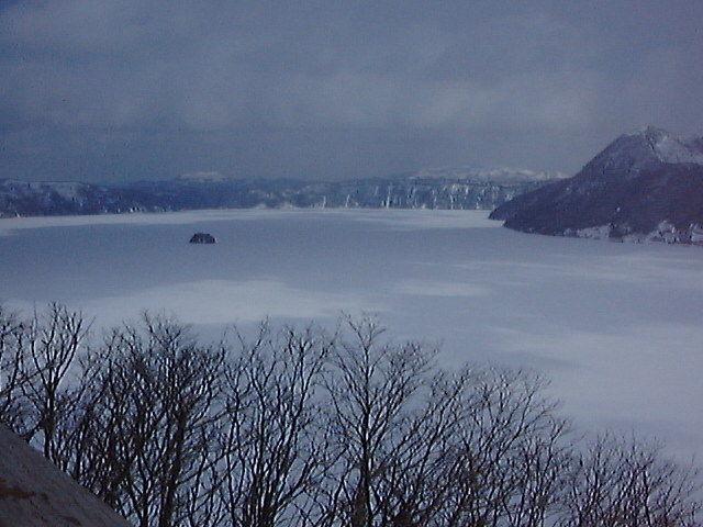 凍結した冬の摩周湖