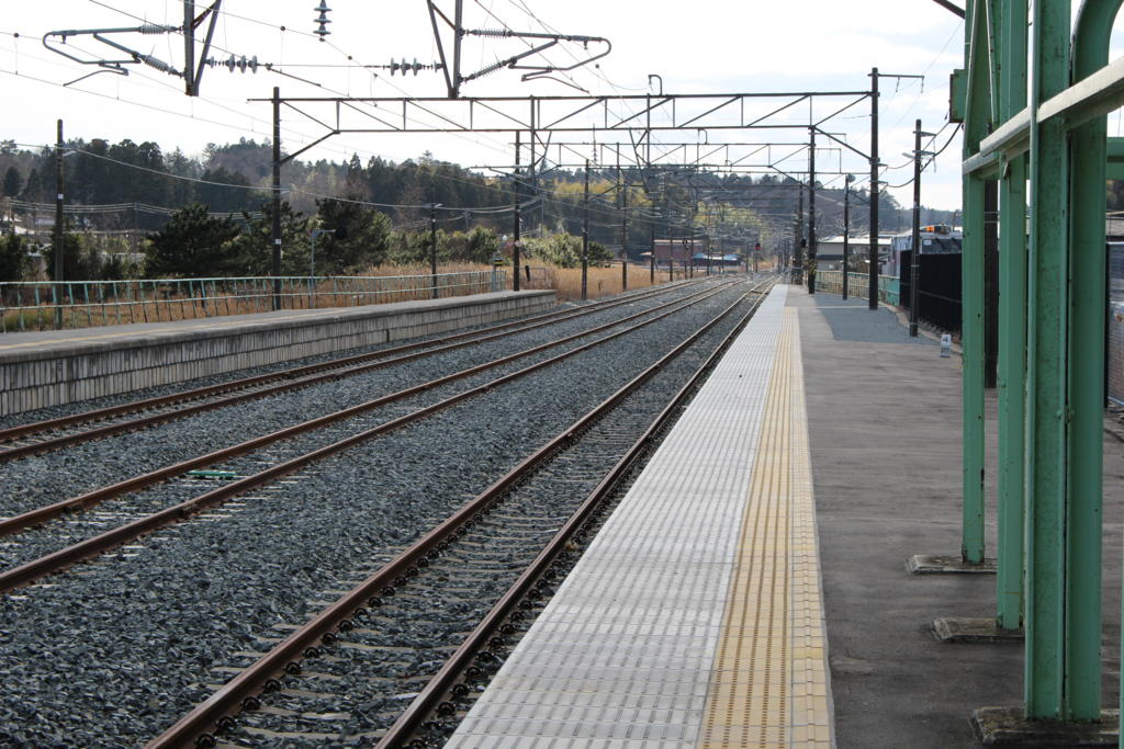 小高駅ホームから南側を見る