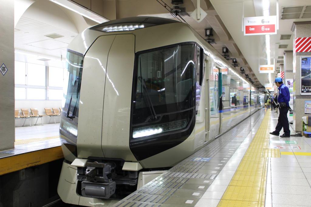 浅草駅に入線するリバティ