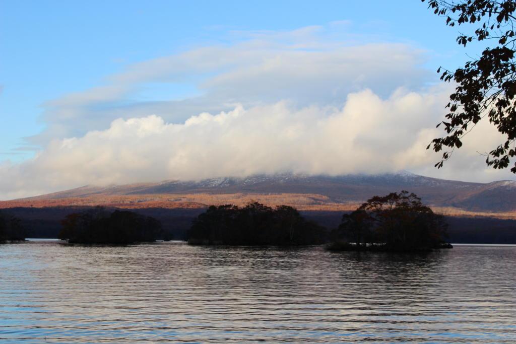 大沼越しに見る駒ケ岳