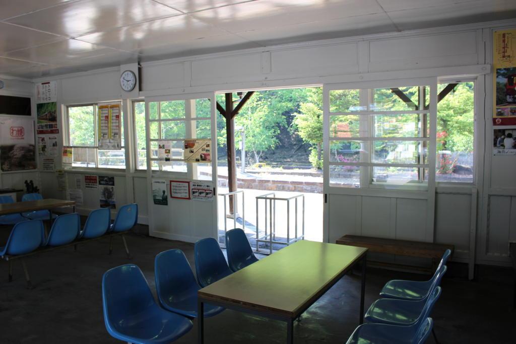 足尾駅の広い待合室