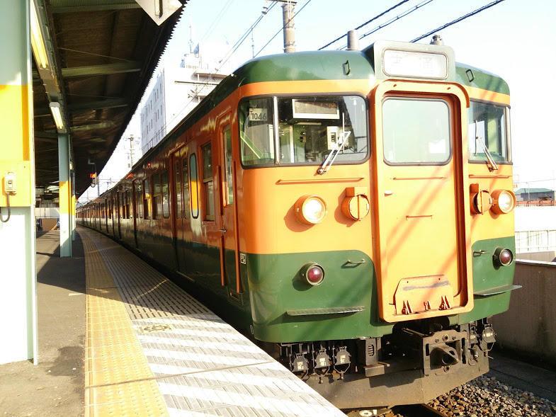 桐生駅に停車中の115系電車