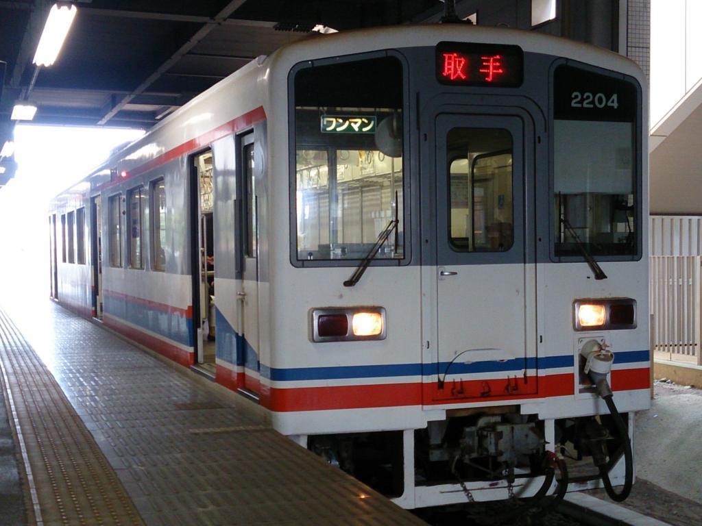 守谷駅に到着した単行気動車