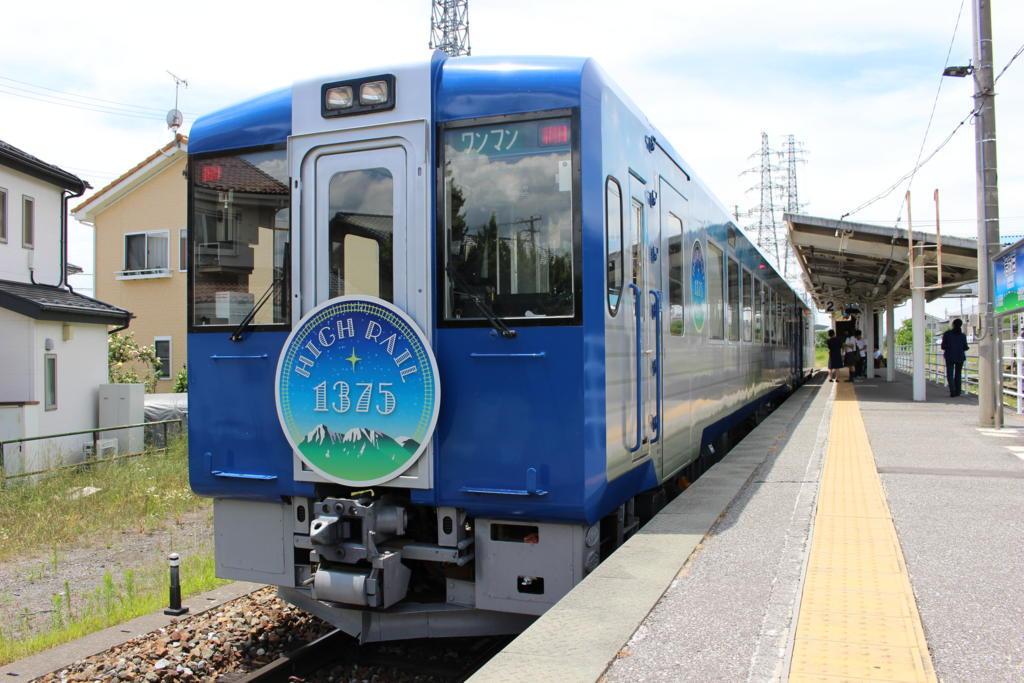 小海線の観光列車「HIGH RAIL 1375」
