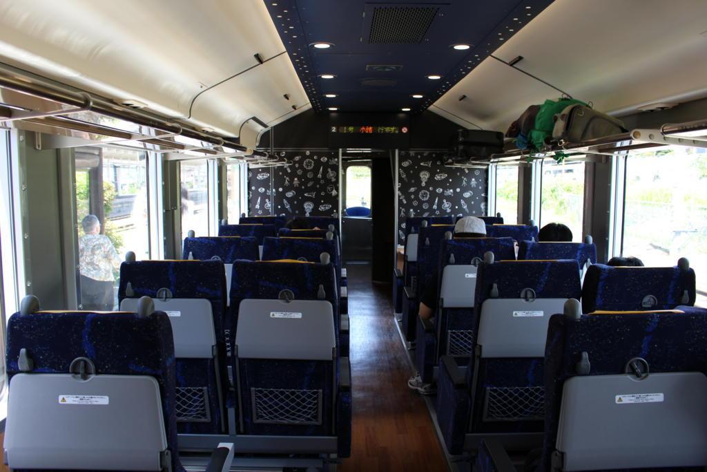 HIGH RAIL 1375  2号車のクロスシート