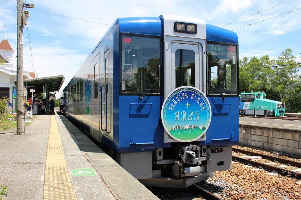 野辺山駅に停車中のHIGH RAIL 1号