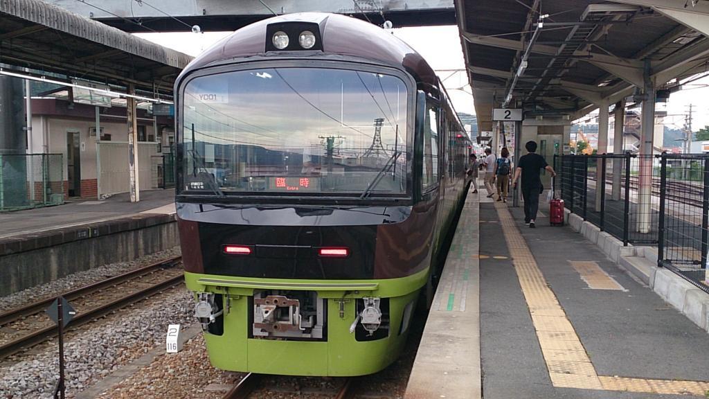 沼田駅に停車中の「たんばらラベンダー号」
