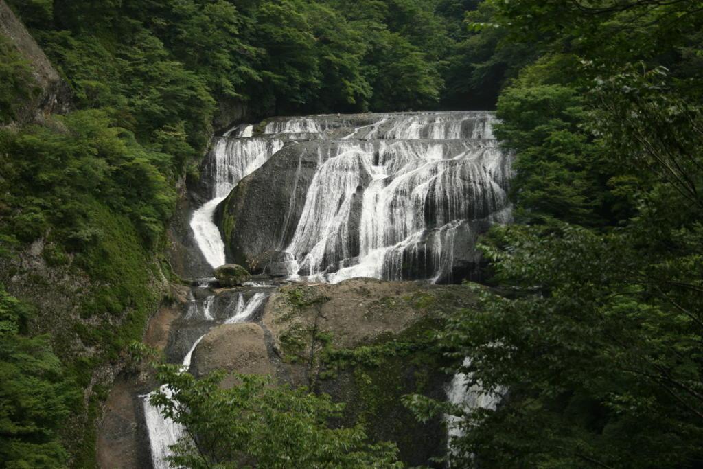 新旧観瀑台からの袋田の滝