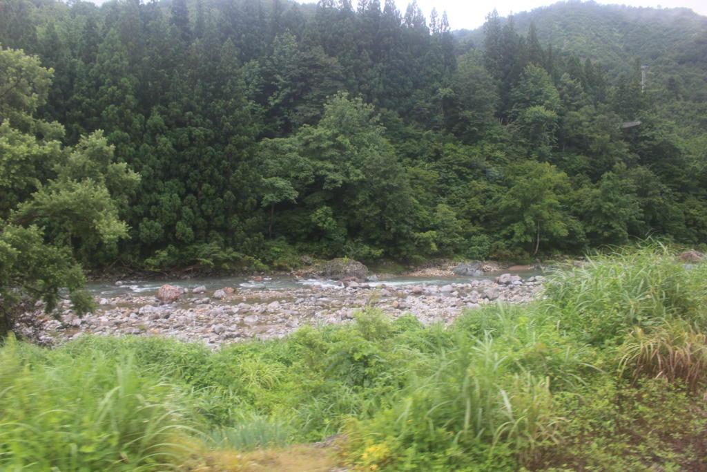 破間川の流れ