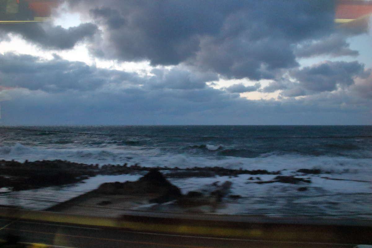 上り「海里」から眺めた日本海の車窓