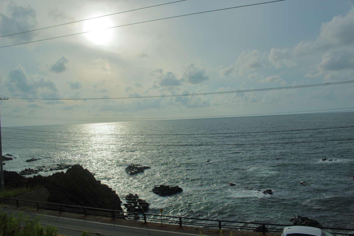 8月下旬「きらきらうえつ」から眺めた日本海の車窓