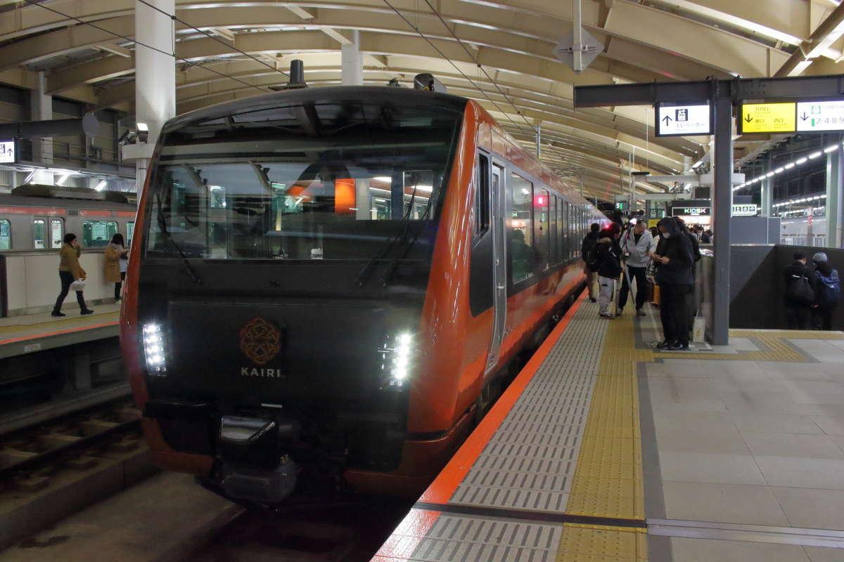 新潟駅5番ホームに到着した「海里」