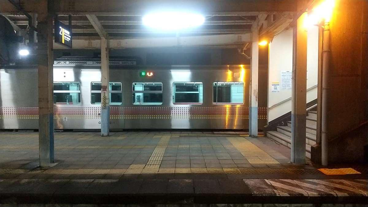五泉駅には新しい気動車「GV-E400系」が停車していました