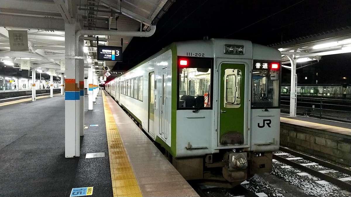会津若松駅に到着した「242D」